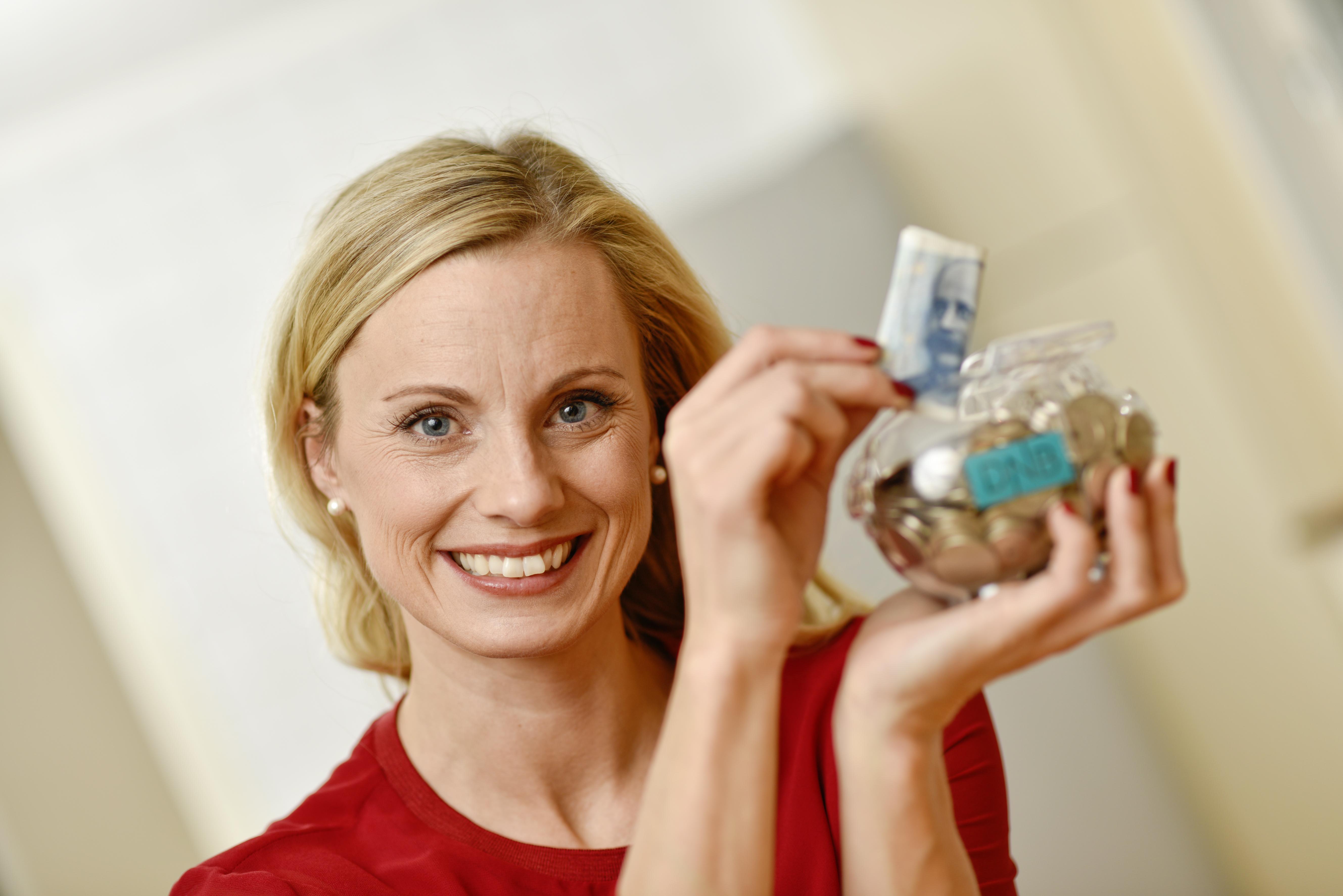 – Kun en av ti planlegger å putte feriepengene i sparegrisen, forteller Silje Sandmæl til ABC Nyheter. Foto: DNB